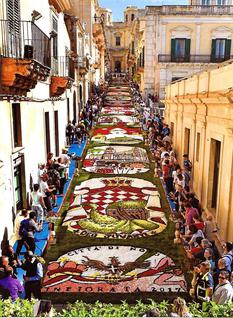 Infiorata Noto 1 2017 BD - Decorations in Nicolaci Street with motifs relating to the Principality of Monaco by Richard Seren ©DR