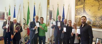Journée internationale sport It 2 - Giovanni Malagò, President of CONI, Nicolà Pietrangeli (Tennis);  Giovanni Malagò, Armin Zoeggeler (Olympic sledge racing champion);  Giovanni Malagò, H.E. Mr. Robert Fillon, Alessandra Sensini (Olympic women's windsurfing champion), Martine Garcia-Mascarenhas and Carlo Molfetta (Olympic taekwondo champion) ©DR