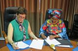 Monaco Sénégal - Ms Rosabrunetto and H.E. Ms Coll Seck sign the renewal of the agreement on support for the fight against sickle cell disease in Senegal until 2020 © DR