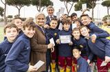 White card Rome - Ms. Martine Garcia-Mascarenhas and Mr. Bruno Molea with the AS Roma 8-12 team, winners of the 1st International Day of Sport for Development and Peace Trophy © Andrea Martella, Embassy of Monaco in Italy